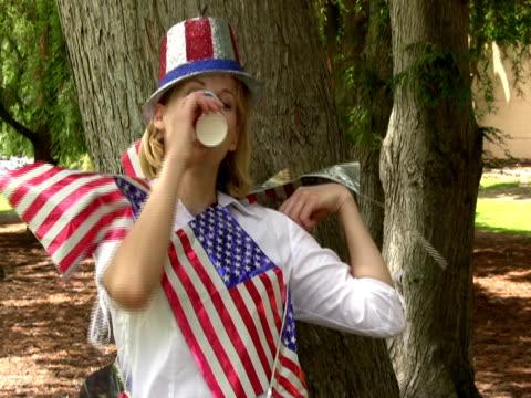 extreme patriotische amerikanische - einzelne frau über 30 stock-videos und b-roll-filmmaterial
