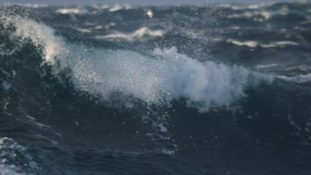 stockvideo's en b-roll-footage met extreme stormachtige ruwe zee - vissersboot
