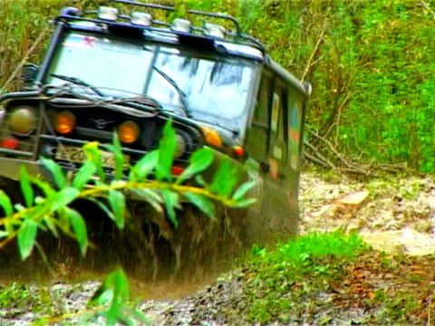 extreme viaggio. sporco off-road - gara off road video stock e b–roll