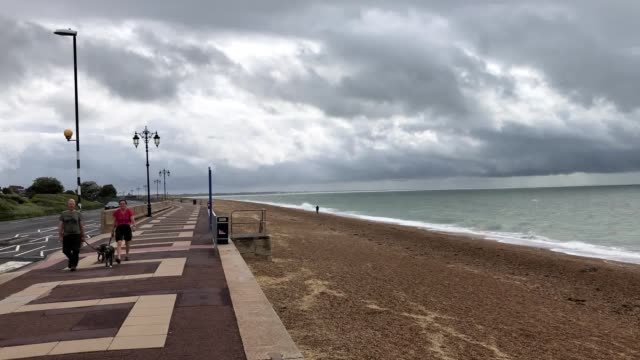 stockvideo's en b-roll-footage met extreme weather conditions causing disruption across the uk with several yellow weather warnings in place for heavy wind and rain wet weather caused... - hampshire engeland