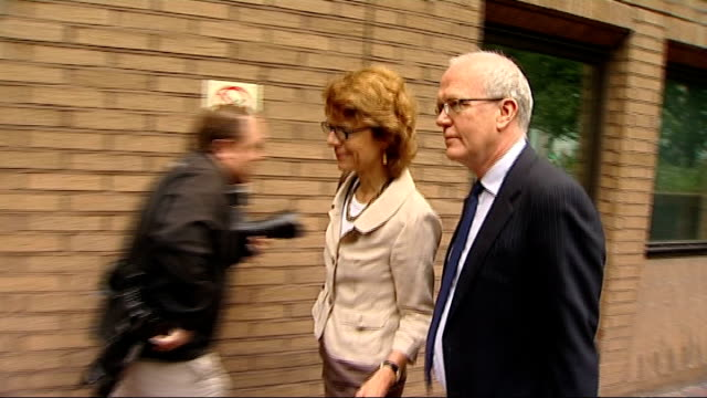 ex-wife of chris huhne appears in court for perverting course of justice; england: london: southwark crown court: ext vicky price arriving and... - クリス ヒューン点の映像素材/bロール