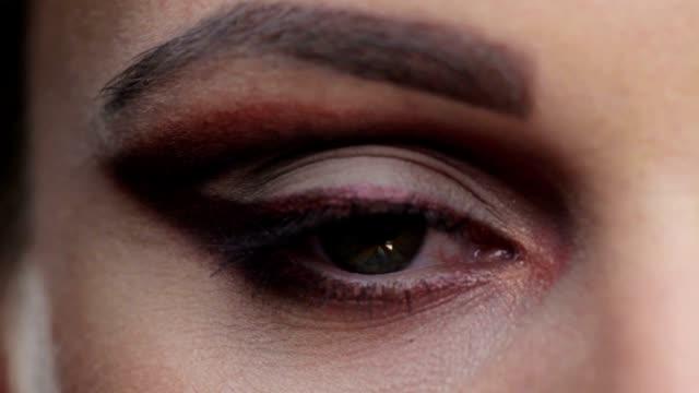 Eye Blick in die Kamera