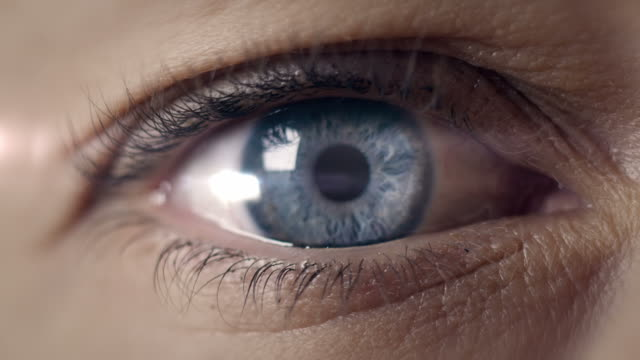 stockvideo's en b-roll-footage met eye transforming into earth - open