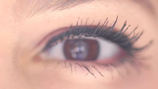 目を - 瞬き点の映像素材/bロール