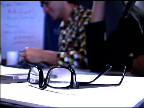 vídeos de stock, filmes e b-roll de eyeglasses on paperwork in meeting - óculos de leitura