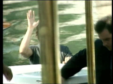 eyes wide shut' premiere itn paris tom cruise posing for photocall on boat - トム・クルーズ点の映像素材/bロール