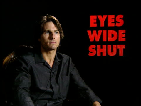 """vídeos de stock e filmes b-roll de """"eyes wide shut' premiere; itn tom cruise interviewed sot - he wanted to be surprised - he didn't want you just to do it the way he visioned gv... - tom cruise"""