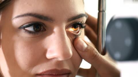 stockvideo's en b-roll-footage met gezichtsvermogen examen. - laser