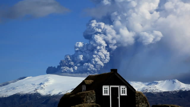 """eyjafjallajokull volcano erupting, 2010"" - 2010 video stock e b–roll"