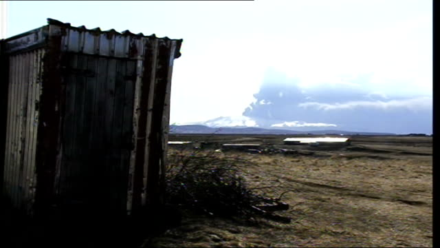 Eyjafjallajokull volcano erupting ***ALL ICELAND Eyjafjallajokull glacier region Horizon with voluminous ash cloud rising from erupting...