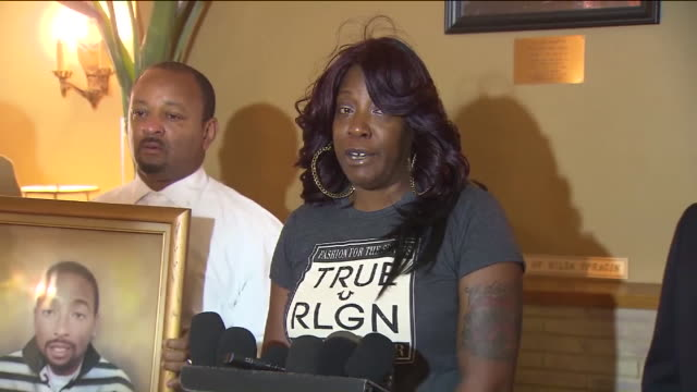 ktla ezell ford mother tritobia ford responds to prosecutor's decision to not file charges against lapd officers los angeles county prosecutors said... - staatsanwalt stock-videos und b-roll-filmmaterial