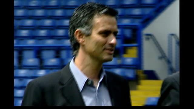 fabio capello confirmed as new england coach date jose mourinho along with peter kenyon - ジョゼ・モウリーニョ点の映像素材/bロール