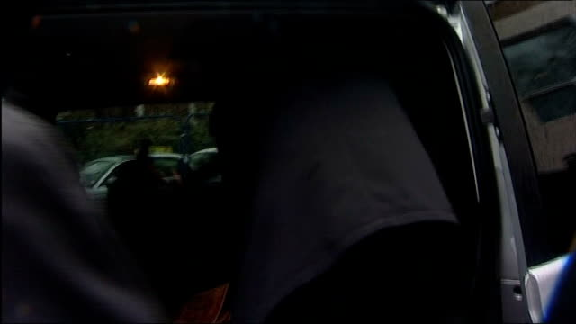 fabio capello leaves david beckham out of england squad; england: london: fabio capello along to car, not answering reporter's question location... - リチャード・パロット点の映像素材/bロール