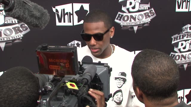 stockvideo's en b-roll-footage met fabolous at the 2009 vh1 hip hop honors red carpet at new york ny - vh1