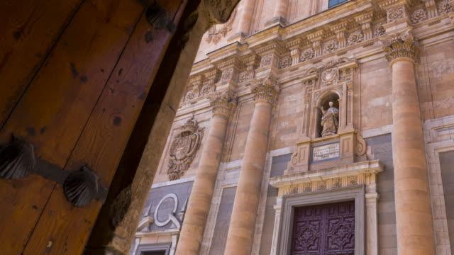 vídeos y material grabado en eventos de stock de a facade in salamanca city, salamanca province, castilla y leon, spain, europe - salamanca