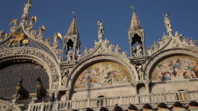 mh la pan facade of basilica san marco / venice, italy - basilica stock videos and b-roll footage