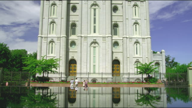 ws tu facade of church of jesus christ of latter-day saints temple / salt lake city, utah, usa - mormonism stock videos & royalty-free footage