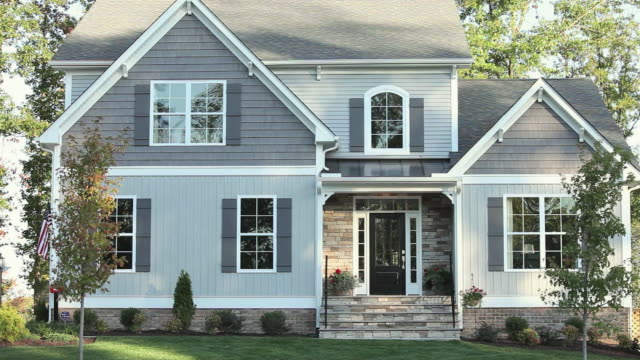 "vídeos de stock, filmes e b-roll de ""ms pan facade of large suburban house / quinton, virginia, united states "" - exterior"