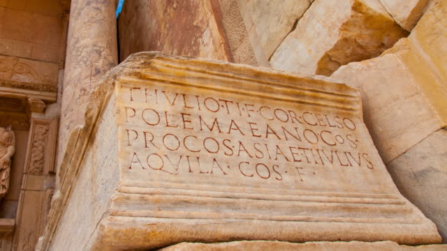 stockvideo's en b-roll-footage met facade of the celsus library in efeso - snijwerk