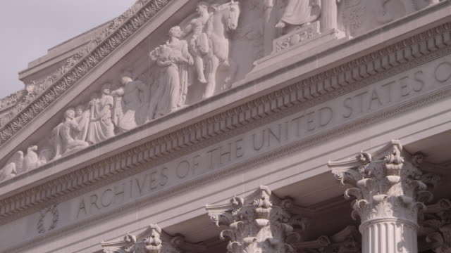 stockvideo's en b-roll-footage met pan facade of the national archives building / washington dc, united states - national archives washington dc