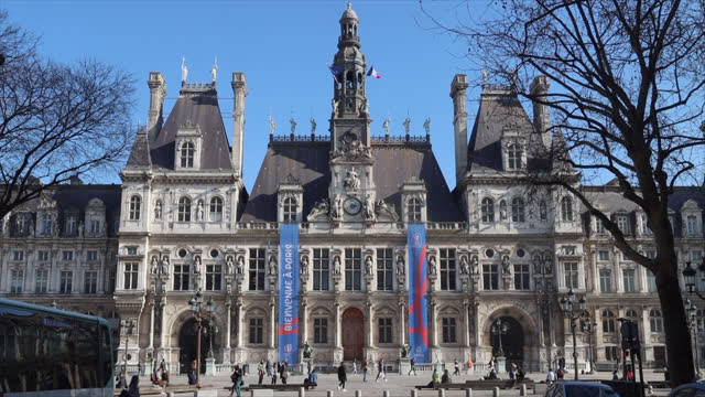 facade of the paris city hall with 2023 rugby world cup banners - government building stock videos & royalty-free footage