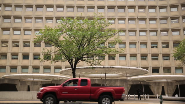 facade of us housing and urban development headquarters washington dc district of columbia us on friday august 23 2019 - fensterfront stock-videos und b-roll-filmmaterial