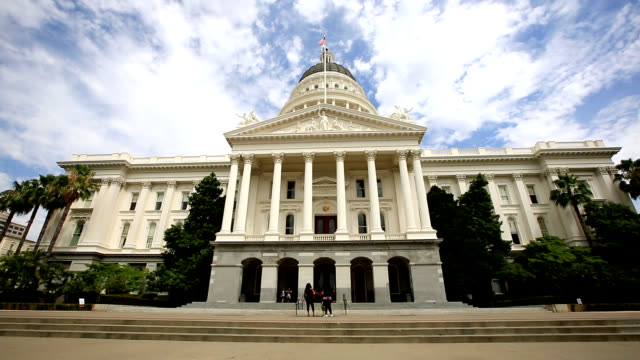 facade view of california state capitol building - governo video stock e b–roll
