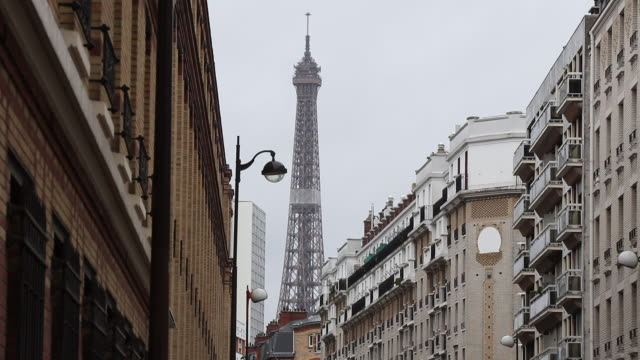 facades of buildings in paris with the eiffel tower in the background - general view stock videos & royalty-free footage