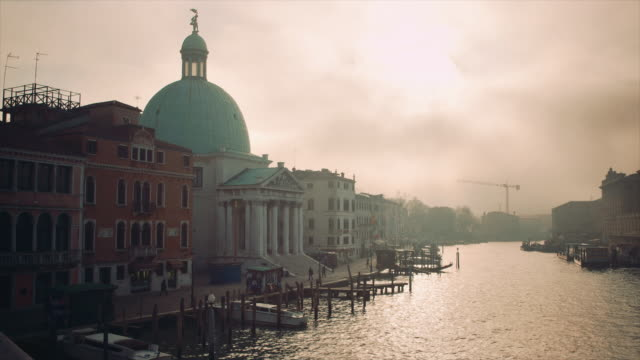 WS - Facades of the Grand Canal from the Scalzi bridge, misty weather