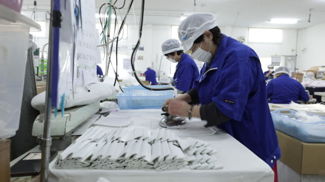 vidéos et rushes de face mask production at clever co.'s factory amid coronavirus outbreak in toyohashi, japan on friday, january 31, 2020. - fabriquer