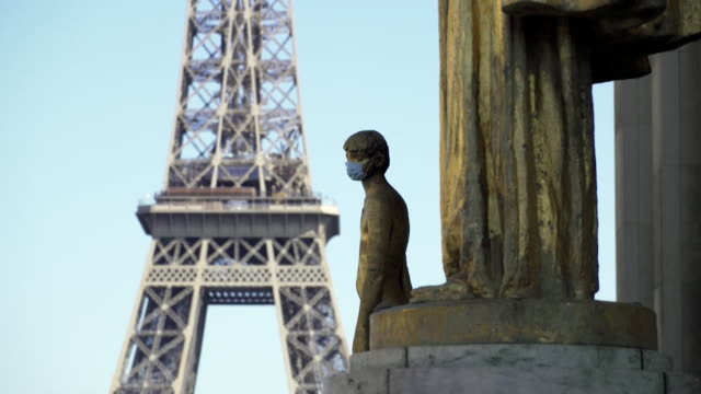 face masks on statues near the eiffel tower in paris, during the coronavirus pandemic - eiffel tower paris stock videos & royalty-free footage
