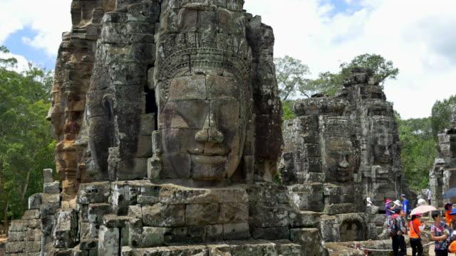 顔のバイヨン - 寺院点の映像素材/bロール