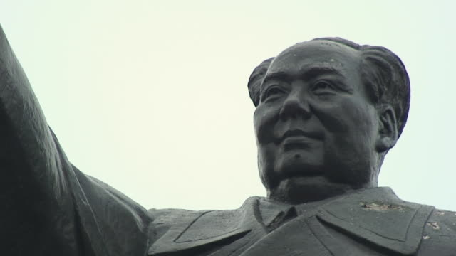 cu zo ws la face of statue of chinese president, shanghai, china - socialism stock videos & royalty-free footage