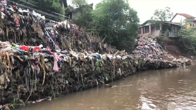 faced with a health emergency after decades of failed clean up efforts jakarta is now stepping in with a seemingly impossible goal make the citarum's... - scrubbing up stock videos and b-roll footage