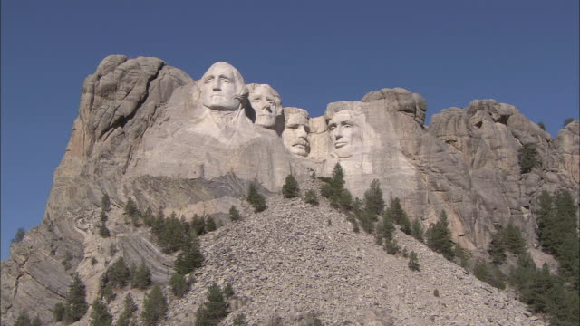 zi faces carved into mount rushmore / mount rushmore, south dakota, united states - mt rushmore national monument stock videos and b-roll footage