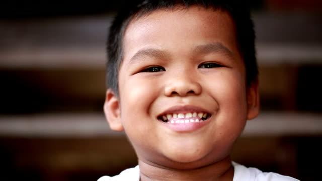 vidéos et rushes de visages de garçon asiatique - seulement des enfants