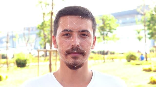 顔認識システムの概念。4kビデオ。 - フェイスパック点の映像素材/bロール