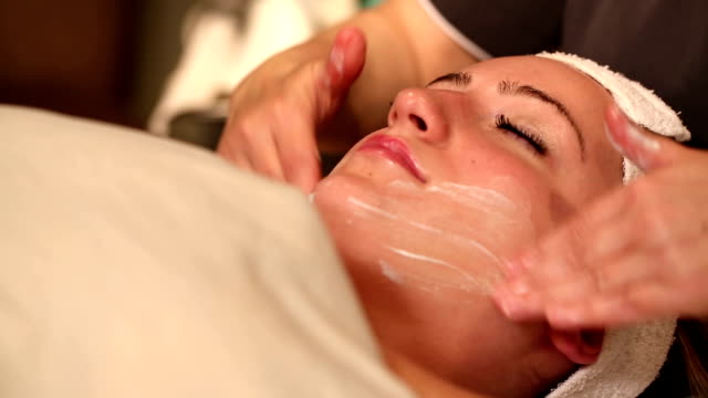Facial Treatment Rub in Cream