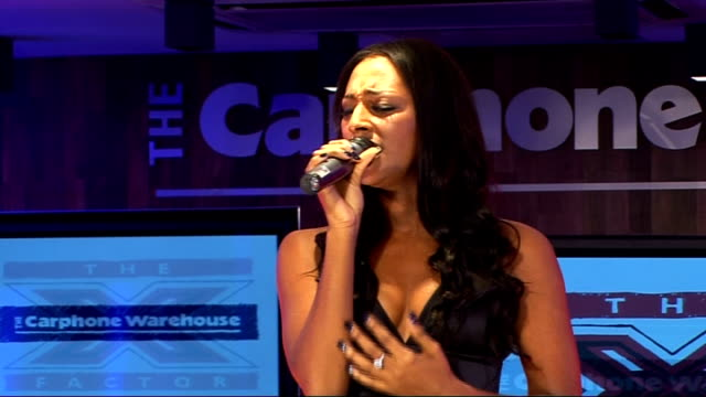 stockvideo's en b-roll-footage met factor finalists perform at impromptu gig; alexandra burke sings 'you are so beautiful' sot - spelkandidaat