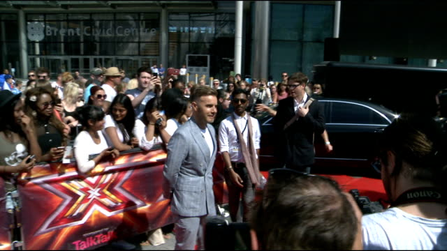 x factor launch london auditions gary barlow out of car and posing for photographers / gary barlow interview sot / barlow chatting to other crews - reality fernsehen stock-videos und b-roll-filmmaterial