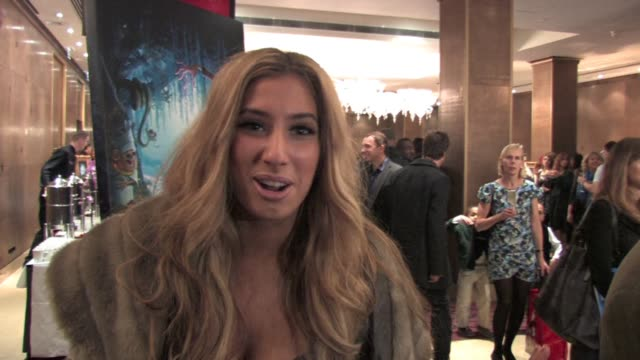 vidéos et rushes de factor runner up stacey solomon talks at the uk celebrity screening of disney's 'the princess and the frog' held at the mayfair hotel in central... - projection de films