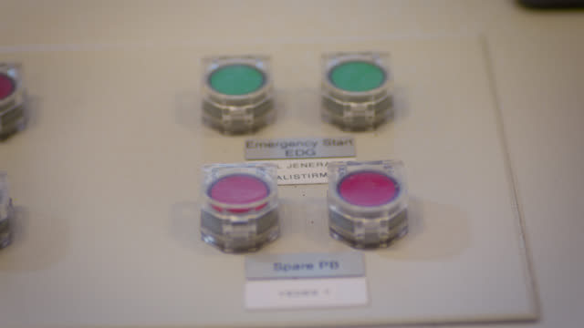 vídeos de stock e filmes b-roll de factory control panel and buttons - pushing
