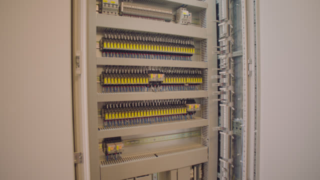 vídeos de stock e filmes b-roll de factory electric control cabinet - distribution board - armário