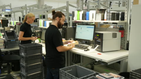 factory employees working on a distribution line - stehen stock-videos und b-roll-filmmaterial