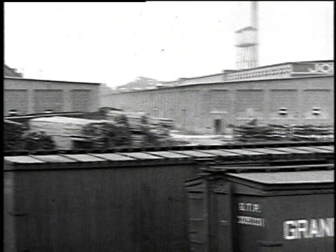 1921 pan factory for asbestos products with freight cars sitting in front of / manville, new jersey, united states - アスベスト点の映像素材/bロール