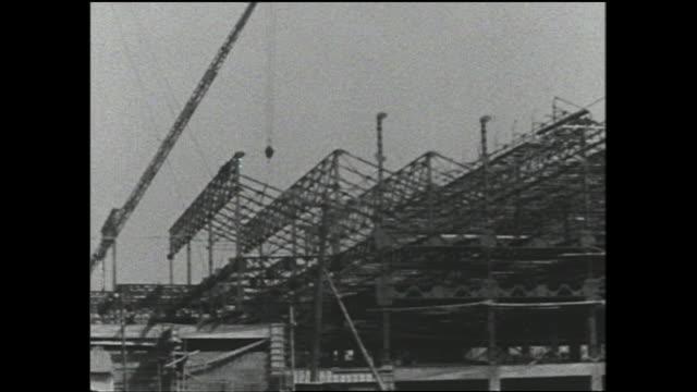 a factory is under construction on reclaimed land in osaka bay. - 建物の骨組み点の映像素材/bロール