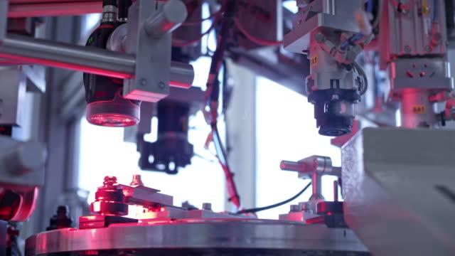 vídeos y material grabado en eventos de stock de máquina de fábrica tu en funcionamiento - maquinaria