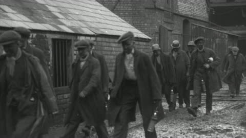 montage factory production grinding to a halt, workers abandoning facilities, and the gates being closed behind them / united kingdom - 1937 bildbanksvideor och videomaterial från bakom kulisserna