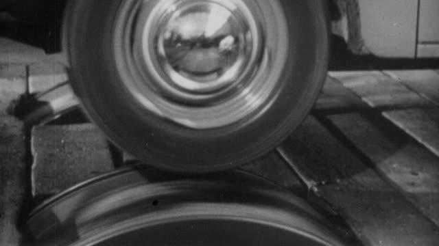 stockvideo's en b-roll-footage met 1952 b/w factory testing the suspension of a british automobile / united kingdom - passagiersstoel