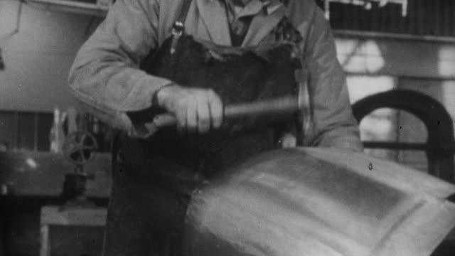 1952 montage factory workers building a car / england - 1952 bildbanksvideor och videomaterial från bakom kulisserna